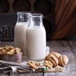 Польза и вред молока, урбеча, жареных, замоченных грецких орехов