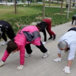 Польза и вред ходьбы на четвереньках для женщин, позвоночника, похудения