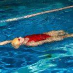 Польза и вред плавания для позвоночника
