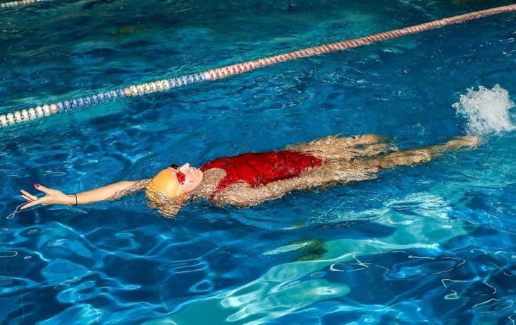 плавание в бассейне польза для позвоночника