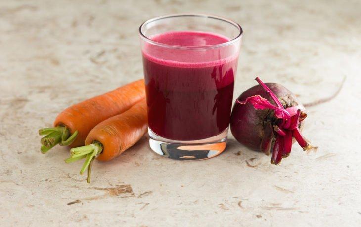 польза и вред сока из моркови и свеклы