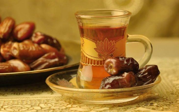 финики с чаем польза и вред