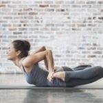 Польза и вред йоги: хатха йога, поза собаки мордой вниз, поза лягушки
