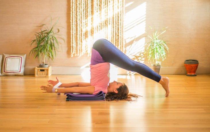 поза плуга в йоге польза и вред