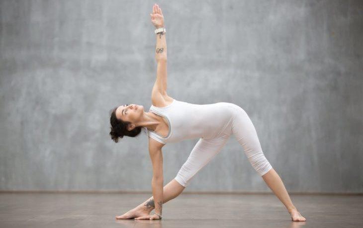 поза треугольника в йоге польза и вред
