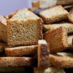 Польза и вред подсушенного хлеба при гастрите, панкреатите, отравлении