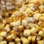 Польза и вред сухарей из белого, черного хлеба