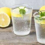 Польза и вред кипяченой, минеральной, холодной воды с лимоном