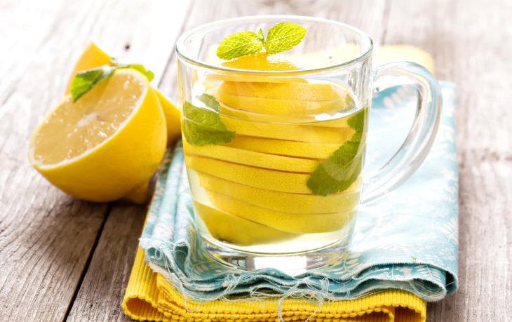 теплая вода с лимоном по утрам польза
