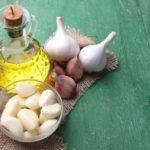 Польза и вред чеснока с оливковым, подсолнечным, льняным маслом