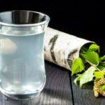 Свойства, польза и вред березового сока натощак, при вскармливании, беременности