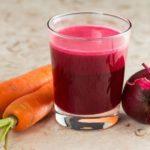 Польза и вред свежевыжатого свекольно-морковного сока