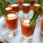 Польза и вред томатного сока из томатной пасты, с солью, сметаной