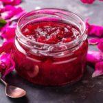 Противопоказания, польза и вред розового варенья для здоровья
