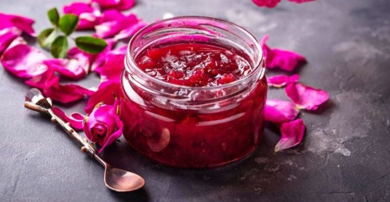 варенье из лепестков роз польза