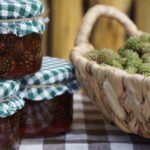 Противопоказания, польза и вред варенья из сосновых шишек для организма
