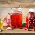 Польза и вред водки, кваса, чая, сладкого напитка из шиповника