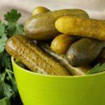 10 полезных свойств соленых огурцов