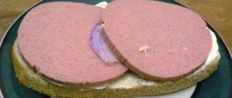 бутерброд с маслом и колбасой